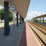 Kisújszállás-Püspökladány vasúti vonalszakasz átépítésénél Fegyvernek-Örményes állomás peronépítési munkálatok